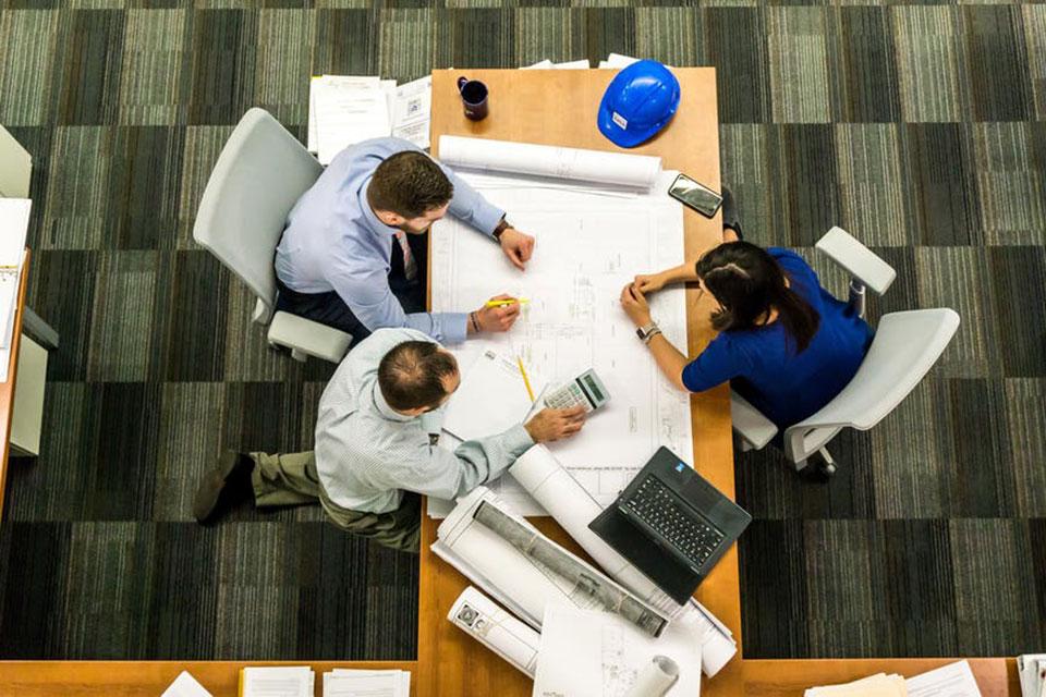 Formar equipos de trabajos eficientes, productivos y proactivos es un asunto crítico y requiere de mucha dedicación, sobre todo en compañías más pequeñas, en las cuales el trabajo colaborativo supone una ventaja competitiva.
