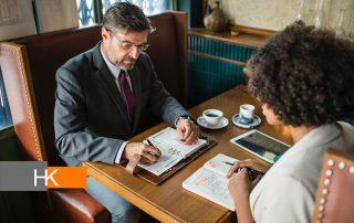 Un coach debe ayudar a los CEO a actuar menos y ser más reflexivos. Los persuade a examinar sus vidas y maximizar su potencial, a ayudarlos a disipar las sombras y ver las cosas como son, no como desearían que fueran. Fotografía de rawpixel en Unsplash.