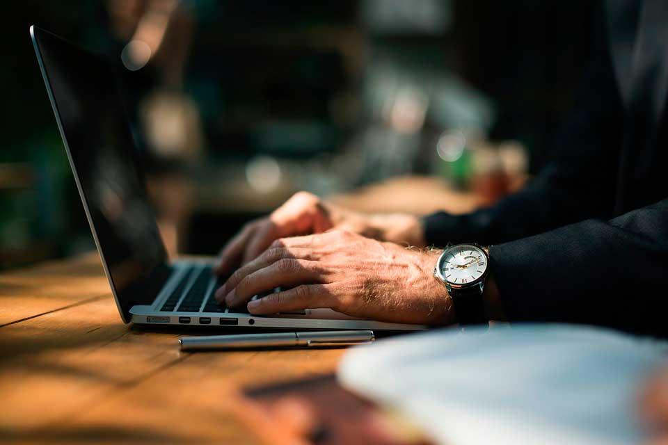 El trayecto recorrido por ejecutivos mayores a 55 años se encuentra cargado de experiencias que podrían ser fácilmente extrapoladas a un futuro problema.
