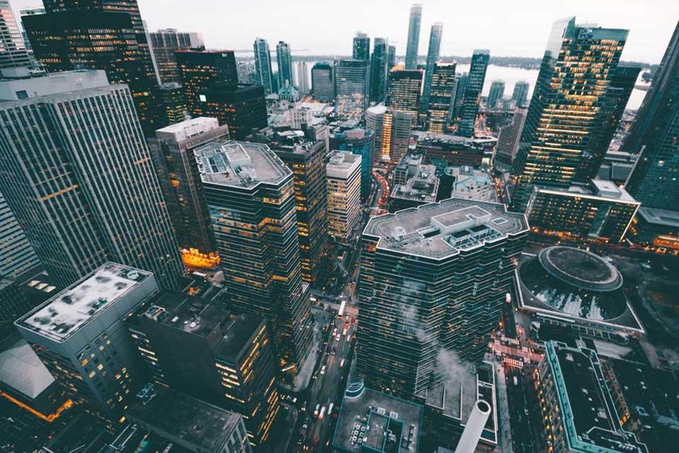 En las empresas del futuro, el avance será a través de múltiples delegaciones, experiencias diversas y asignaciones de liderazgo multifuncional, en las que se crearán seguidores para crecer en influencia y autoridad.