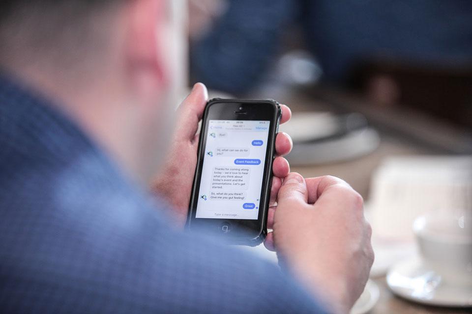 Los chatbots son una herramienta que permite optimizar el trabajo y reducir costos. / Foto: Pexels.