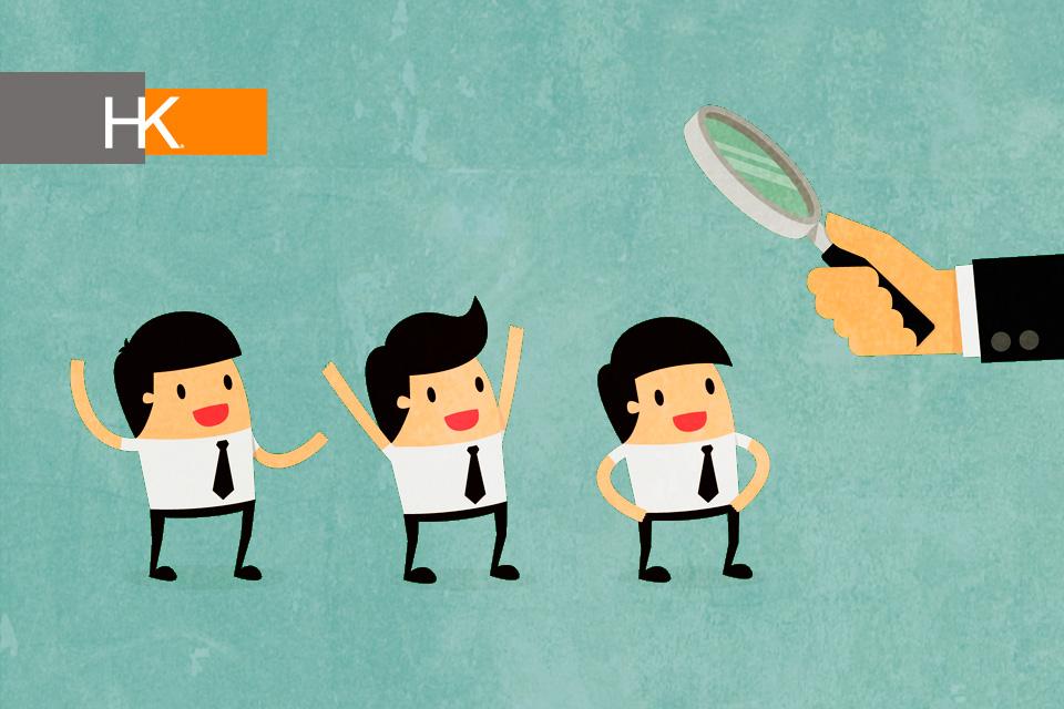 """Cuando irrumpa definitivamente la inteligencia artificial en las organizaciones, explica Leslie Cooper, directora ejecutiva de HK Human Capital, """"va a haber un vuelco en términos de qué es lo que se necesita, qué trabajos siguen existiendo, porque indudablemente muchos van a quedar obsoletos"""". Fondo de vector creado por Dooder - Freepik.com"""