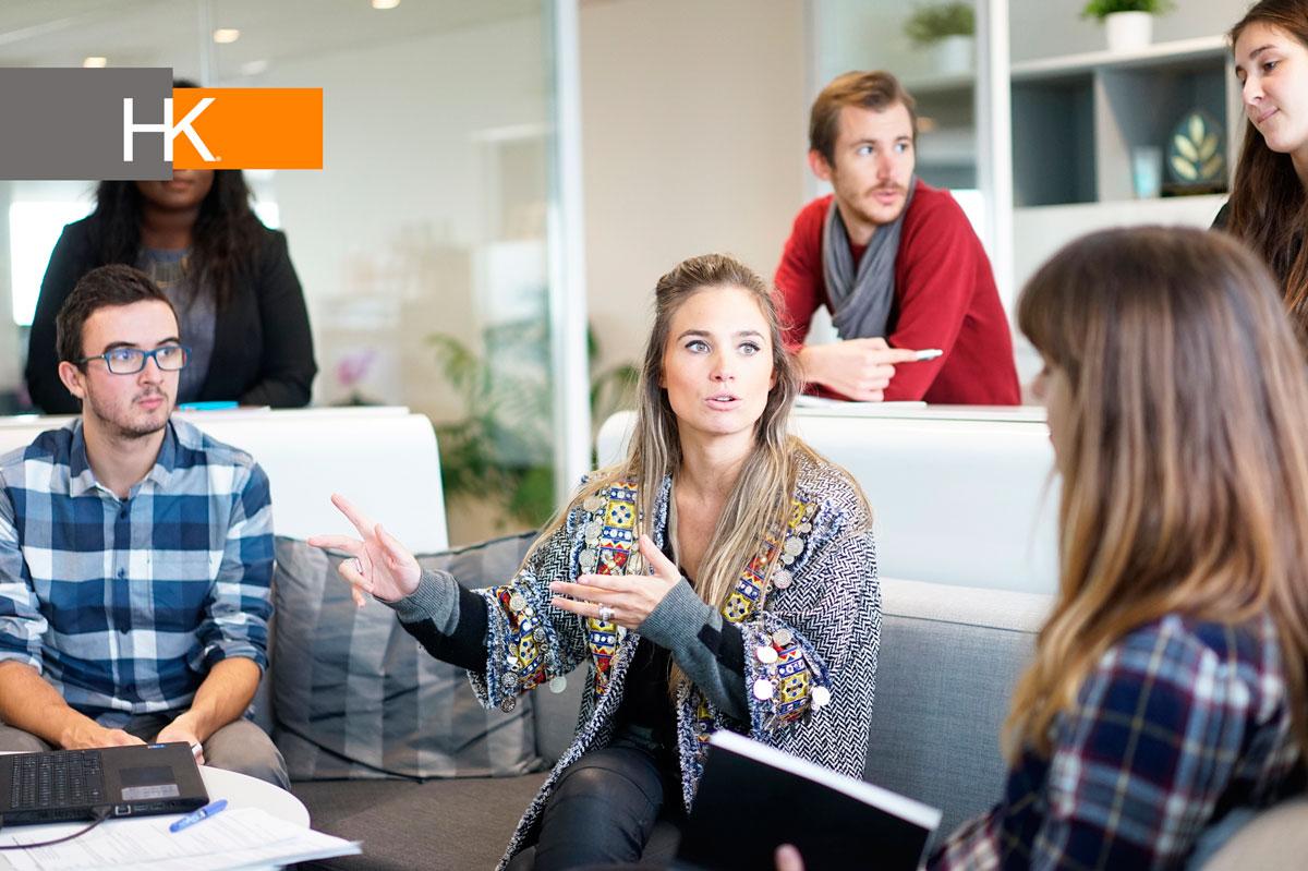 Los lazos sociales heterogéneos aumentarían la capacidad de un CEO para obtener una red de contactos extranjeros e identificar buenas oportunidades de negocios en otras industrias. Fotografía: Pxhere.