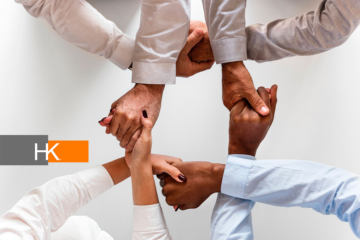 Ante el auge del teletrabajo, las diferentes compañías deben mantener a sus personas conectadas. Los mejores gerentes serán creativos al respecto, reconociendo que establecer tales conexiones se está convirtiendo rápidamente en una nueva prioridad de gestión. Fotografía: Pexels.