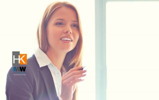 Cuáles son las cinco preguntas más importantes que debes hacer al partir en tu nuevo trabajo (y que debes repasar regularmente). Foto de Negocios creado por pressfoto - www.freepik.es