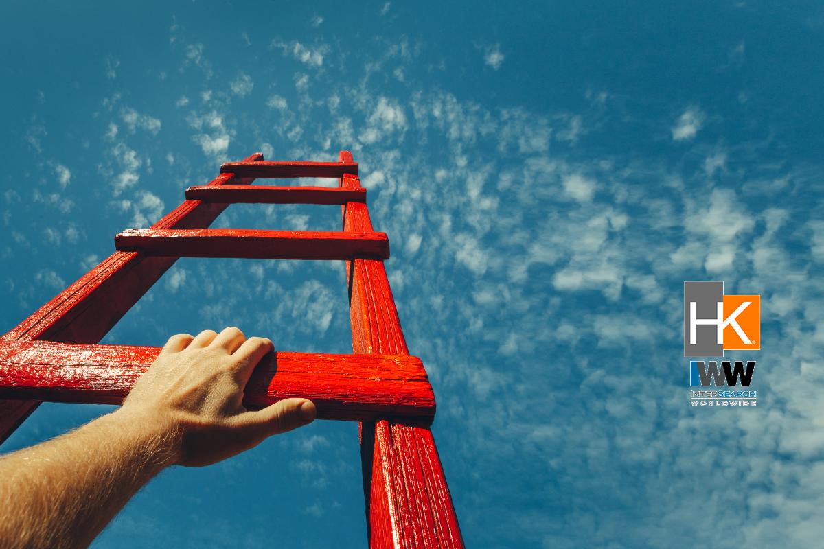 El apoyo que las compañías puedan proveer en la sostenibilidad profesional resulta clave para fortalecer la resiliencia de los colaboradores en un entorno volátil. Además, se trata de una tarea que va más allá de cada individuo, ya que debe contar con el aporte de todos los stakeholders, entre ellos, las empresas, los gobiernos y el mercado laboral.